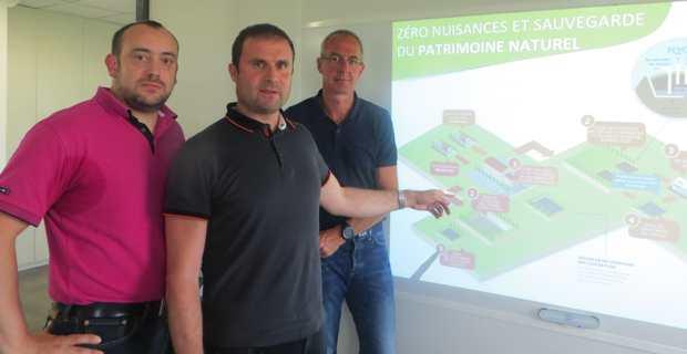 Jean-Paul Villa, dirigeant de la société Oriente Environnement, promoteur du projet, entouré de Boris Bretaudeau, géologue, et de Jean-Marie Barbaud, responsable du bureau d'études et d'ingénierie qui a mis au point le projet.