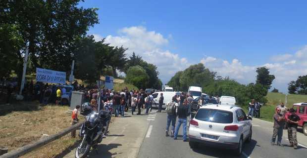 Premier blocage filtrant devant le pénitencier de Casabianda.
