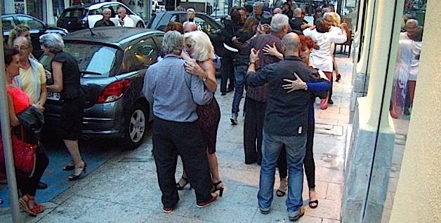 Bastia : La rue César-Campinchi, au rythme du tango argentin