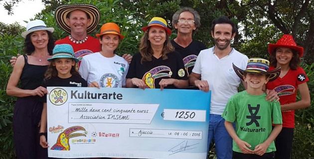 L'association Kulturarte offre un chèque pour soutenir l'action de l'association Inseme