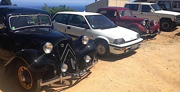 Rendez-vous des voitures anciennes à Santa-Reparata di Balagna