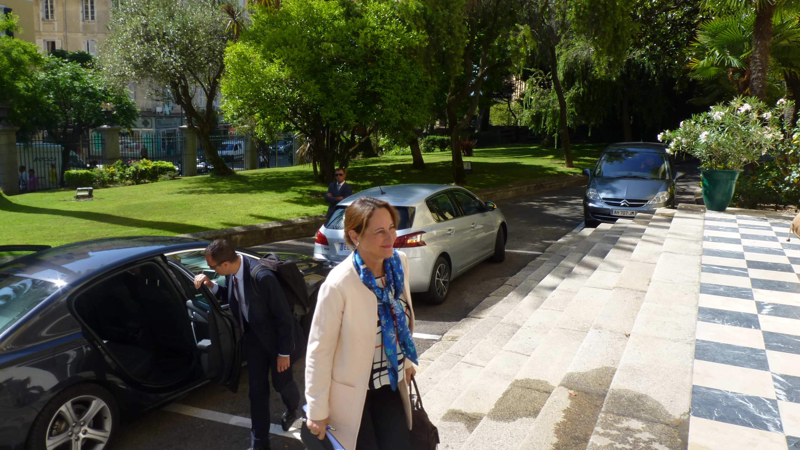 """Segolène Royal salue la """"mobilisation pionnière de la Corse, île à énergie positive"""""""