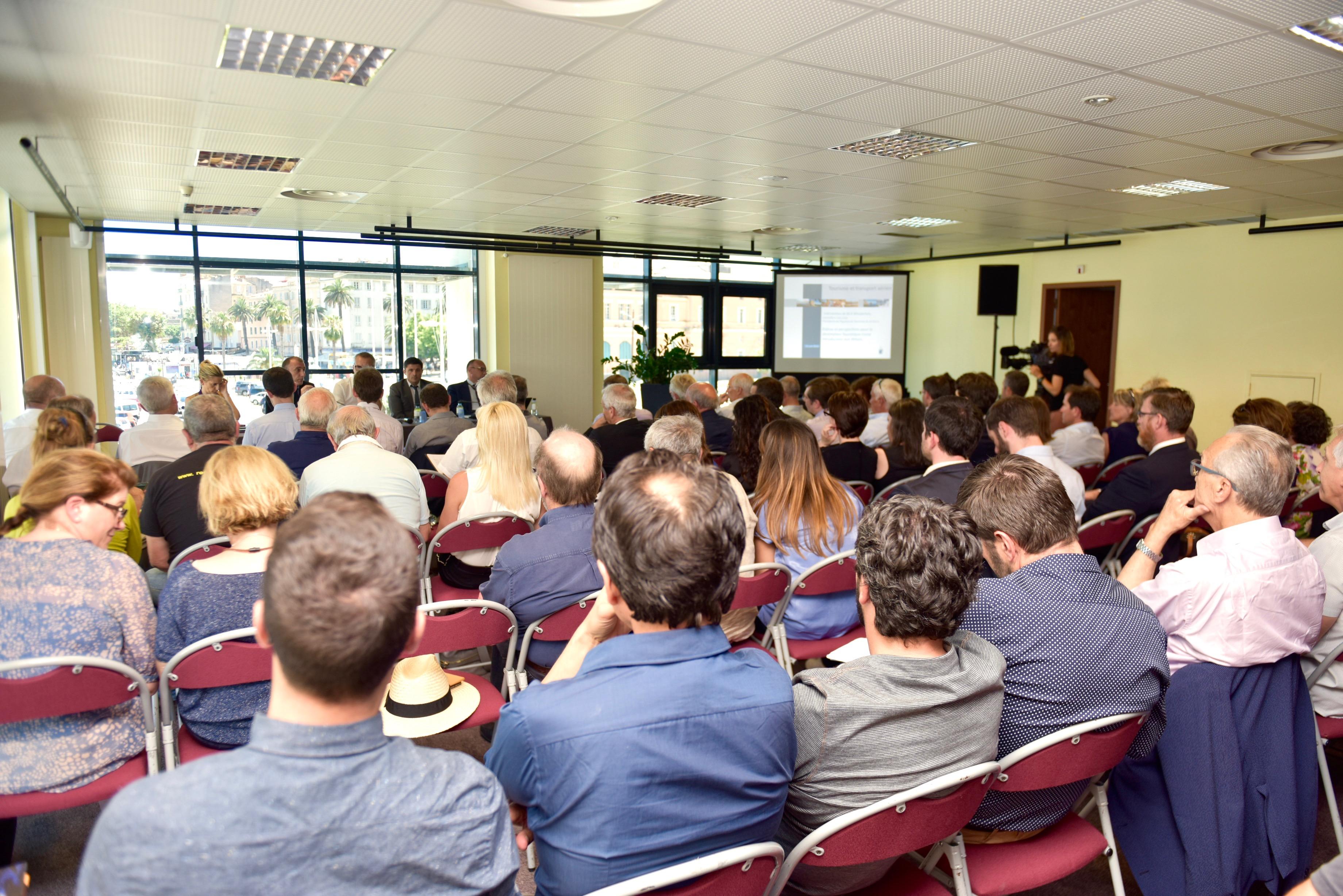 Premier séminaire sur la question de l'économie du transport aérien en Corse