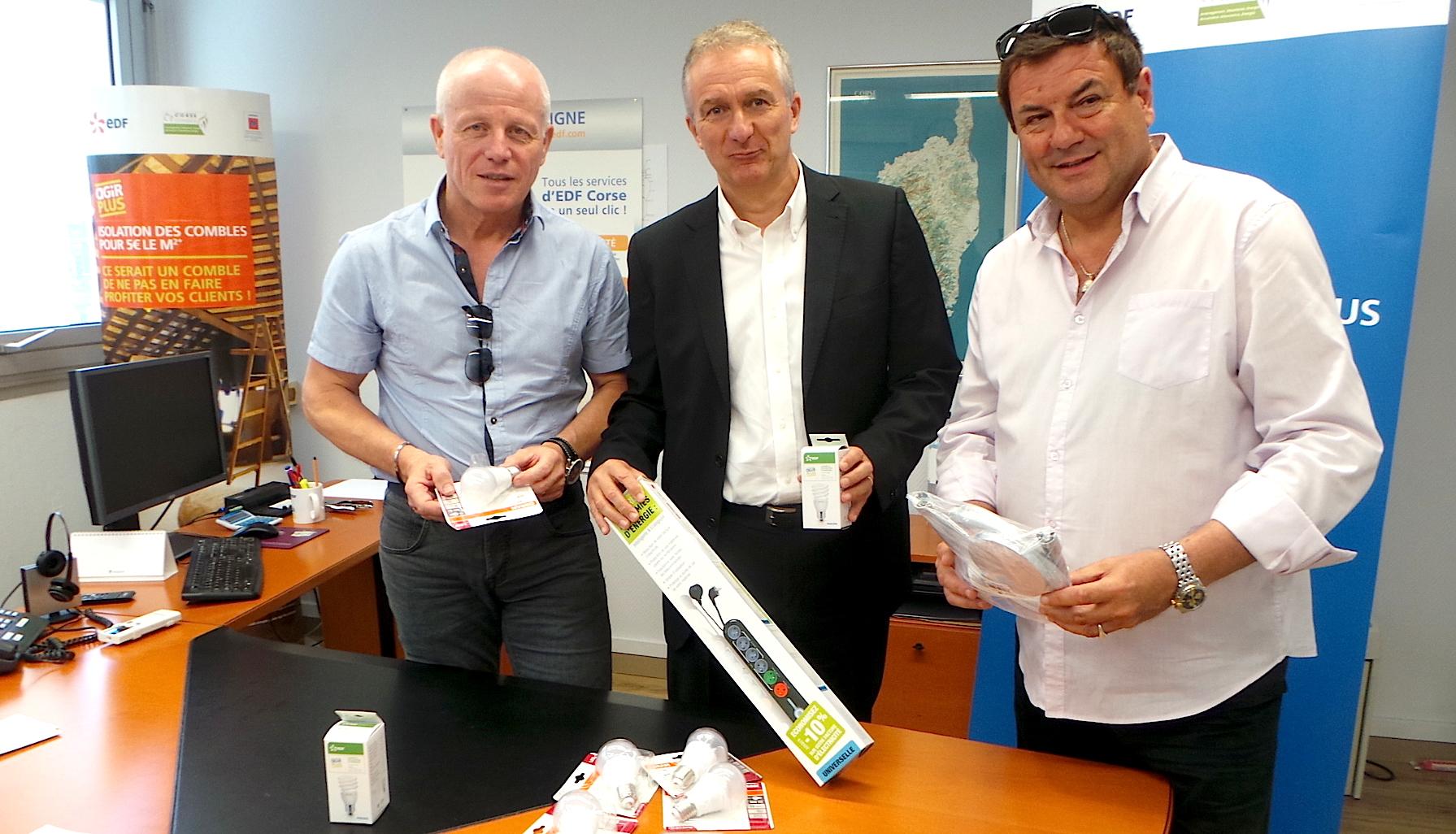 De gauche à droite : Le chef de centre d'Erilia Haute Corse, Jean-Louis Matheron, le directeur régional d'EDF, Patrick Bressot et , du Directeur Général de l'Office Public de l'Habitat de Haute Corse, Patrick Pages