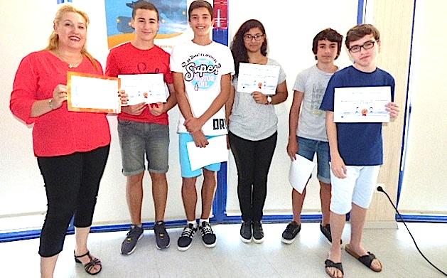 Brigitte Collomb et cinq élèves de classe européenne représentants leurs camarades.