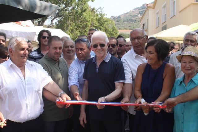 Jacques Andréani (à gauche) lors de l'inauguration de la foire de l'amandier en août 2015