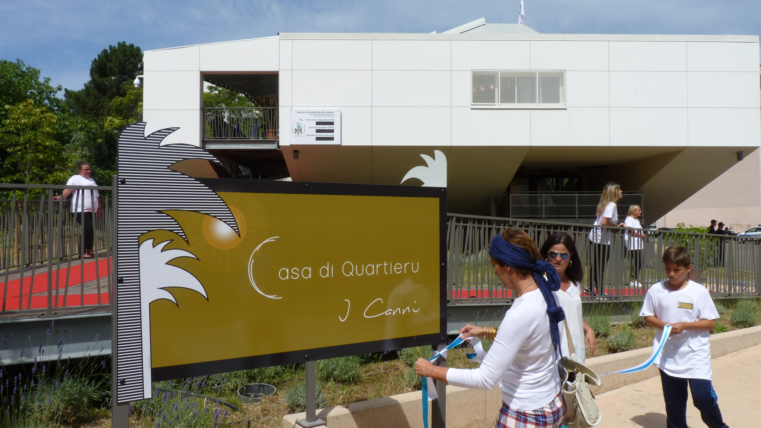 Maison de quartier des cannes ajaccio l outil for Animateur maison de quartier