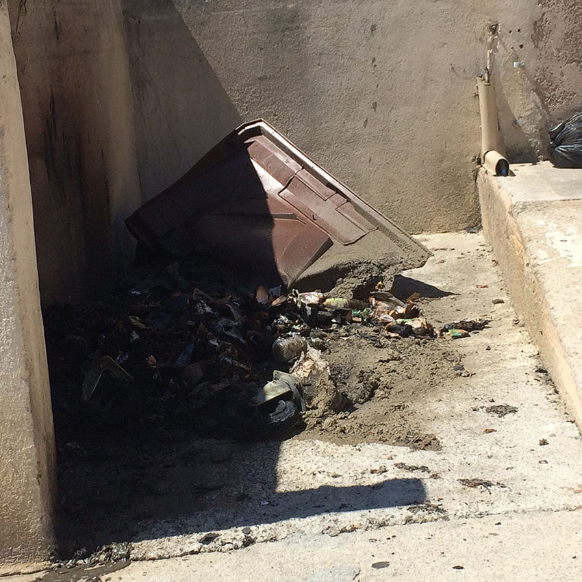 Feu de poubelles en plein jour à Calvi !