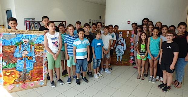 La classe de CM2 de madame MATA dont le carnet est sélectionné pour le concours national.