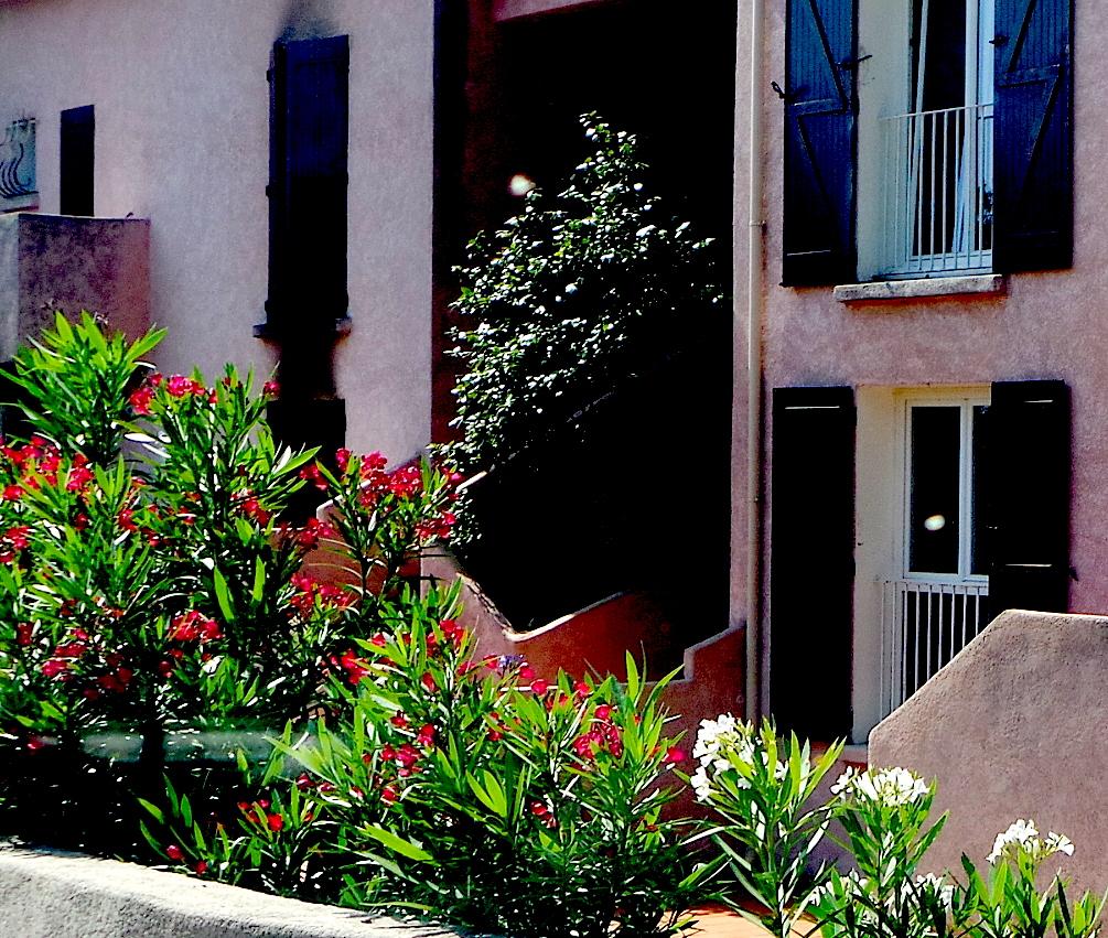 Le drame s'est déroulé au rez-de-chaussée (à gauche) de la Résidence Santa Catalina