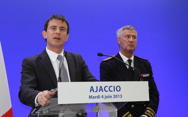 Manuel Valls, alors ministre de l'intérieur en visite à à Ajaccio.