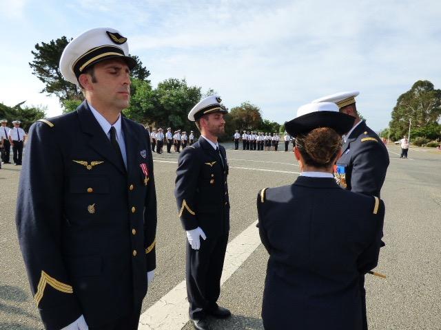 Le Sergent Chef Sébastien Dupont décoré de la croix de la valeur militaire avec étoile de bronze.