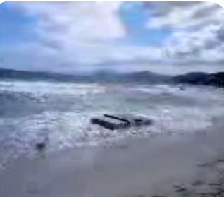 La barge du feu d'artifice s'est échouée à la plage de l'Ile-Rousse
