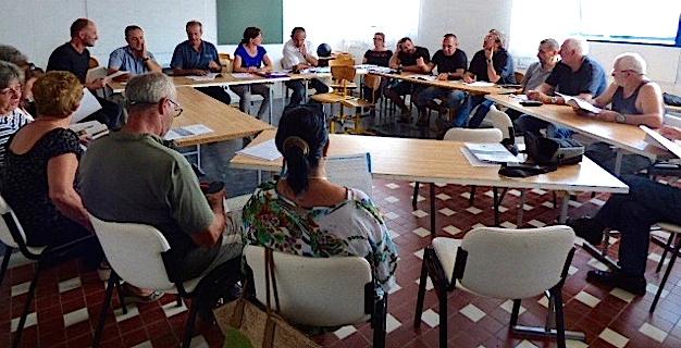 Les militants de Femu Fium'Orbu Castellu Oriente réunis sur le thème de la santé et des déchets ménagers.