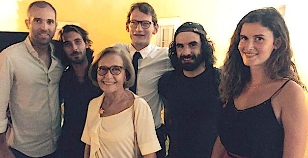 Simone Guerrini, adjointe au maire d'Ajaccio en charge de la Culture, et Laurent Massei, organisateur du festival, tous 2 entourés des 4 artistes exposés.