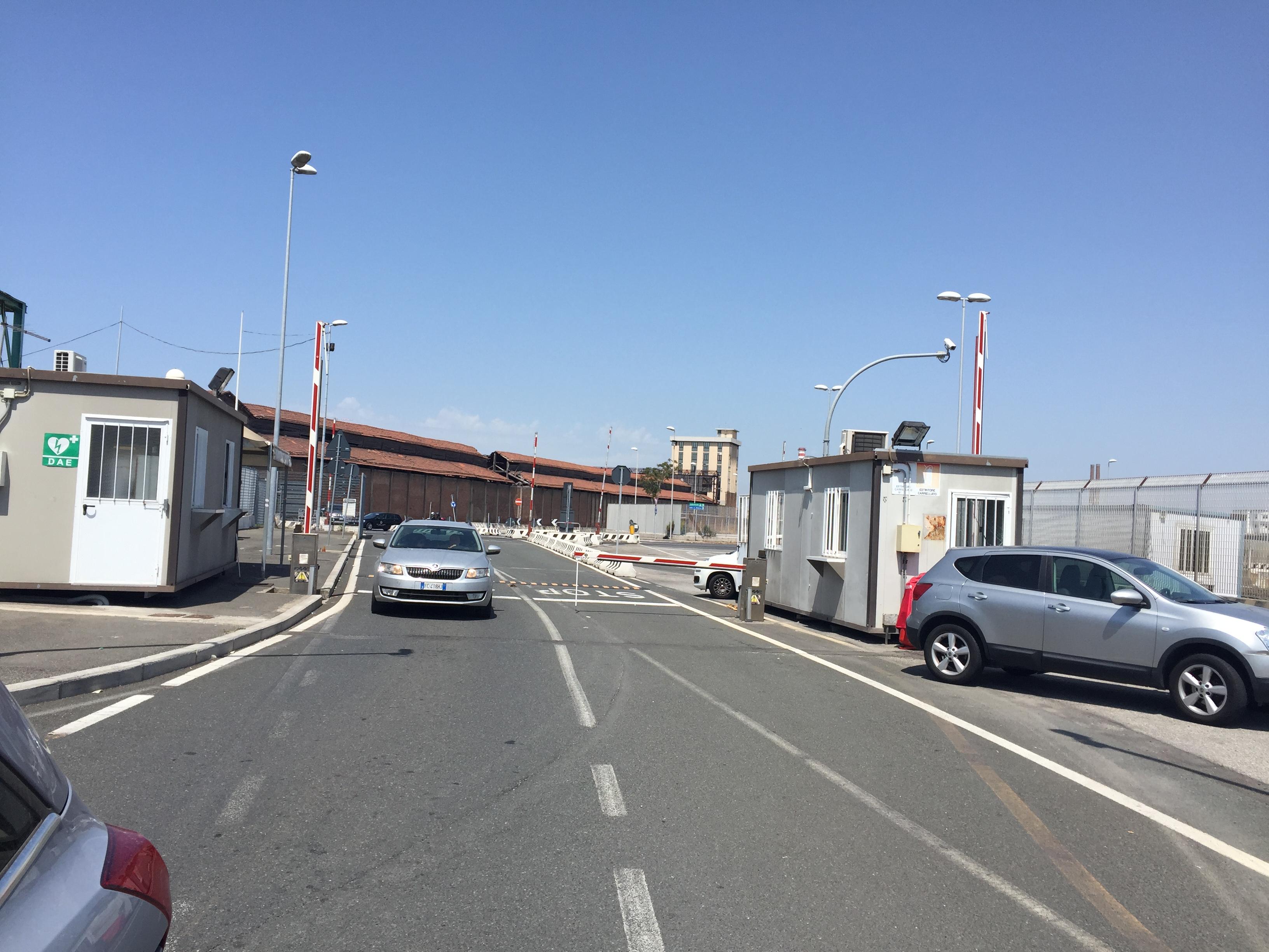 L'entrée principale du port: