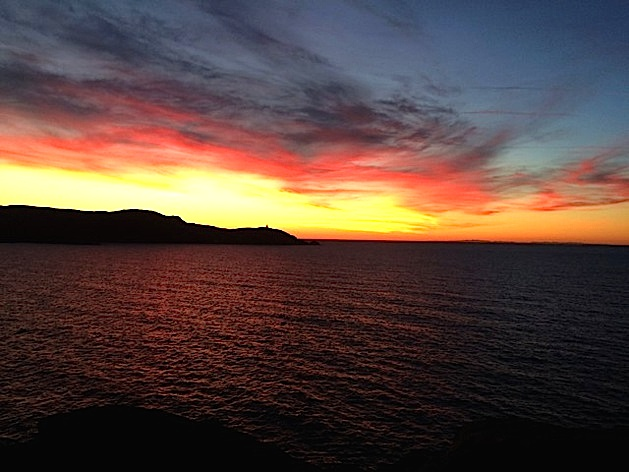 De la Pointe de la Revellata aux côtes continentales sur... fond de coucher de soleil !