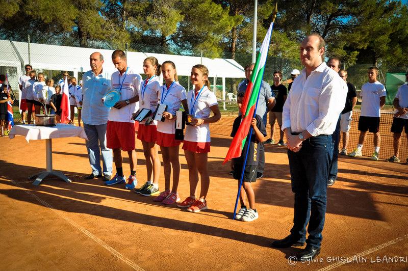 Laurent Marcangeli, accompagnée de l'équipe Bulgare, grande gagnante de la 24ème édition de la Raquette de Corail.