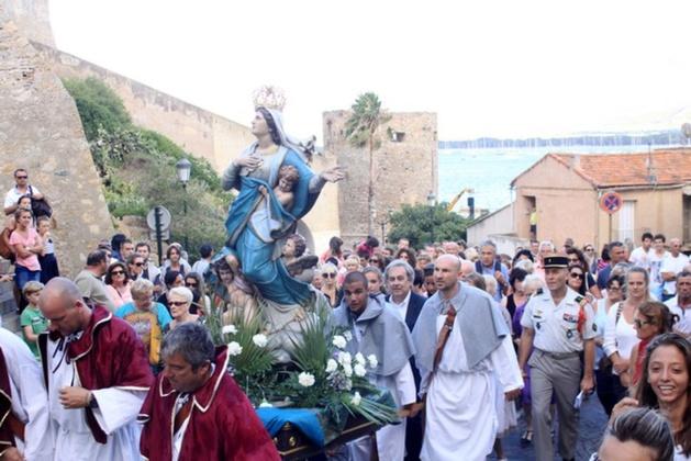 Cérémonies religieuses et feu d'artifice le 15 août à Calvi