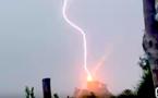 Vidéo : Impressionnant ! La tour de Girolata frappée par la foudre