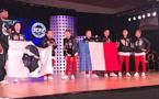 Lisa, Louane, Emma, Marc'Andria, Alexis, Matéo et Mathis sur la scène américaine