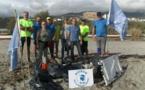 Bastia : Les bénévoles nettoient les plages après la tempête…
