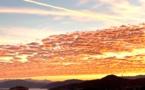 La photo du jour :  Ciel d'or et nuages orangés sur Lisula
