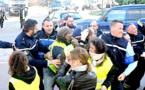 """Les """"Gilets jaunes"""" contenus par les gendarmes à Porto-Vecchio"""