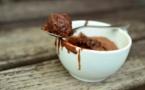 A table : Le MugCake au chocolat au micro-ondes de Vik