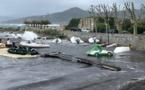 Tempête à l'Ile-Rousse : jet skis et bateaux emportés par les vagues