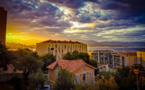 La photo du jour : Ajaccio et son ciel doré