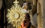 Le père Georges Nicoli sur le clocher de Notre Dame de Lourdes pour bénir la ville de Bastia