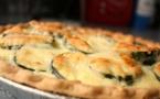 A table : tarte aux courgettes relevées à la Nepita
