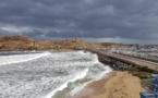 La photo du jour : sur la digue de L'lle-Rousse sous la pluie