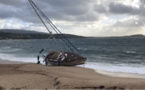 Vents violents : Un bateau échoué sur la plage d'Agosta