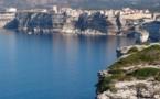 Promenade tragique à Bonifacio : Une jeune touriste chute des falaises