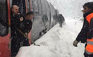 Neige : Transports scolaires suspendus, trains annulés et circulation des poids lourds interdite