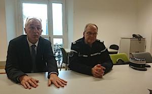 Le procureur d'Ajaccio, Eric Bouillard, et le colonel Stéphane Dutrieux, commandant de la section de recherches de la gendarmerie en Corse.