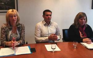 Le président du groupe Per l'Avvene à l'Assemblée de Corse, Jean-Martin Mondoloni, entouré des deux conseillères territoriales, Annette Pieri et Marie-Thérèse Mariotti.