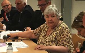 La ministre Jacqueline Gourault, entourée des deux préfets corses et des élus de la Communauté de Communes de Fium'Orbu Castellu.