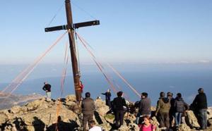 Lors de la mise en place de la nouvelle croix au Capu di a veta qui culmine à 670 mètres