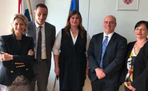 La délégation de la Commission des îles, Nanette Maupertuis, le président Gilles Simeoni et le secrétaire, Giuseppe Sciacca, entourent la ministre croate, Gabrijela Žalac, en charge du développement régional et des fonds européens.