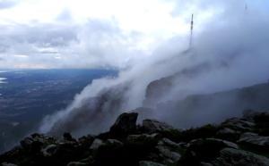 Nuages bastiais filants à travers les sommets du Pignu...(Mathieu Cbn)