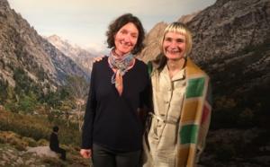 Elina Brotherus, à droite, aux cotés de Valérie Rouyer du Centre Méditerranéen de la Photographie de Corse