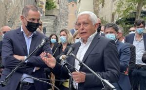 Alex Vinciguerra, président de la CADEC, Caisse de développement économique de la Corse, et de l'incubateur Inizià, avec Gilles Simeoni, à la présentation de la liste Fà Populu Inseme à Corti.