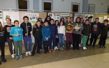 Les élèves de 5ème bilingue du collège du Fium'Orbu exposent leur travail sur les communes du territoire in english please !