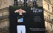 Paris : Les Galeries Lafayette affichent Calvi avec la collection de Laëtitia Ivanez