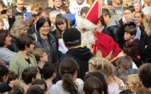 Porto-Vecchio reçoit Saint Nicolas, devant l'église avec âne et friandises