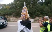 Porto-Vecchio : Les gilets jaunes décorent le radar de la rocade avant un quatrième samedi de mobilisation