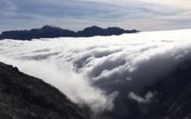 Masse nuageuse en mode accéléré au-dessus de la vallée de la Gravona